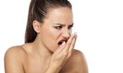 Como amenizar mau hálito