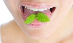 como tirar mau hálito da boca