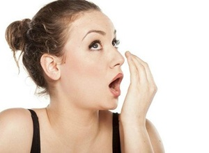 como eliminar mau hálito da garganta