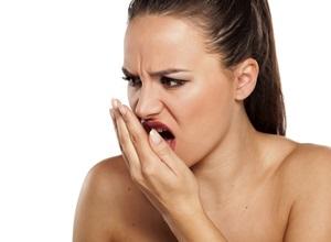 Como não ter mau hálito de manhã e manter a saúde bucal