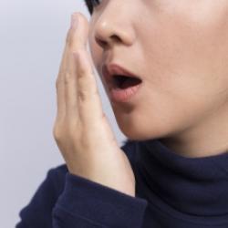 halitose crônica